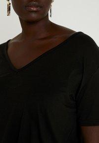 Missguided Plus - CURVE V NECK 2 PACK - Print T-shirt - white/black - 4