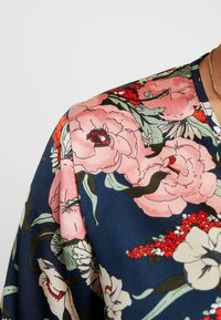 Missguided Plus - FLORAL PLUNGE LONG SLEEVED BODYSUIT - Blusa - navy - 5