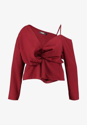 CURVE TWIST FRONT COLD SHOULDER - Blusa - red