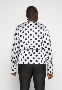 Missguided Plus - PLUS TWIST FRONT POLKA DOT  - Blouse - white - 2