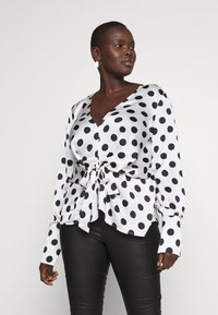 Missguided Plus - PLUS TWIST FRONT POLKA DOT  - Blouse - white - 0