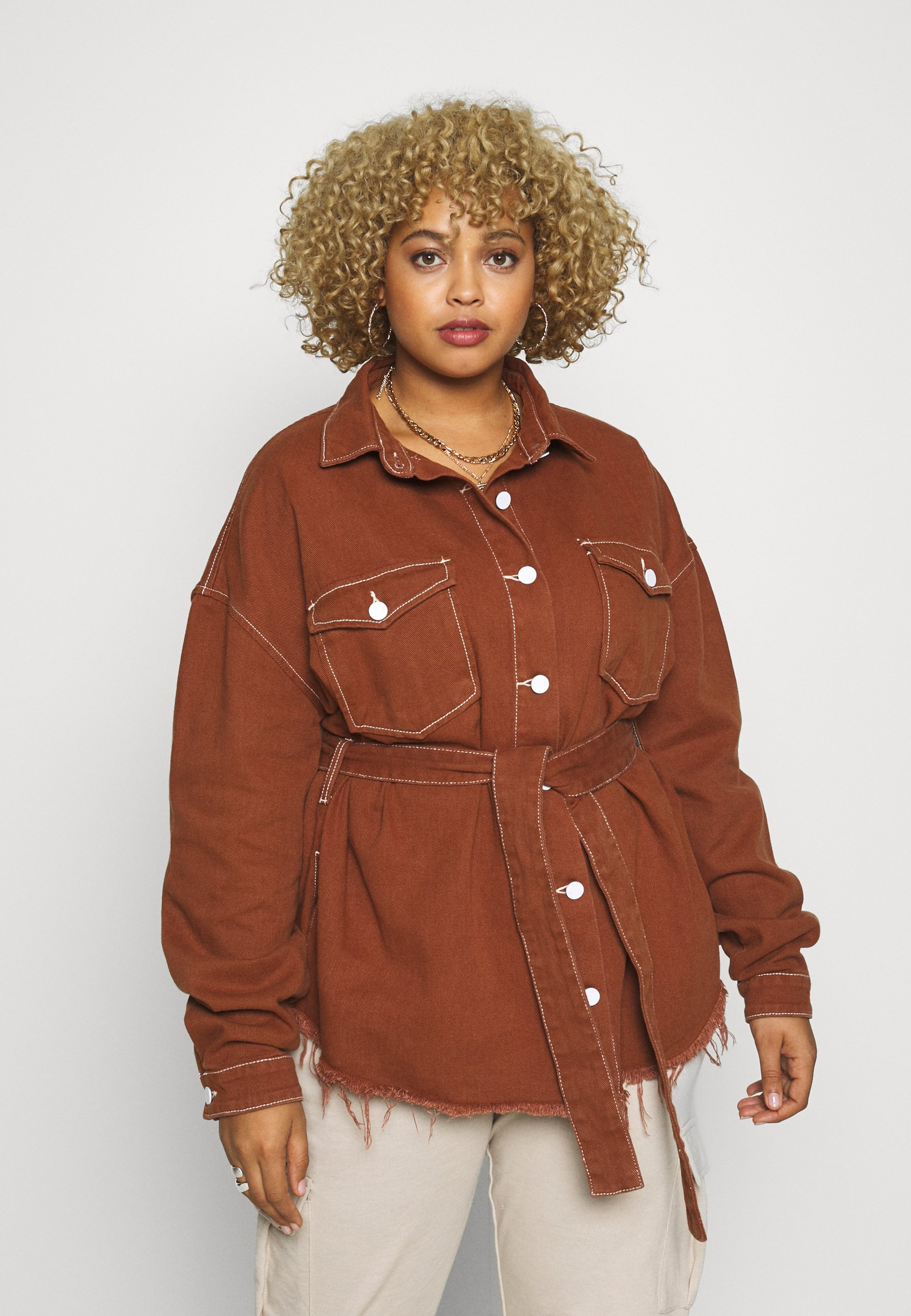 Missguided Plus CONTRAST STITCH BUTTON UP FRAYED BELTED - Skjorte - brown