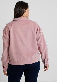 Missguided Plus - PLUS SIZE SHACKET - Summer jacket - pink - 2