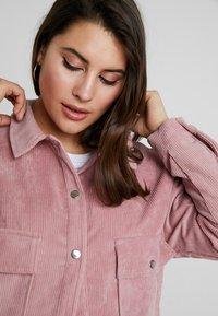 Missguided Plus - PLUS SIZE SHACKET - Summer jacket - pink - 3