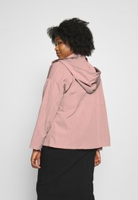 Missguided Plus - BUTTON UP HOODED - Summer jacket - pink - 2