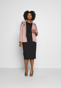 Missguided Plus - BUTTON UP HOODED - Summer jacket - pink - 1