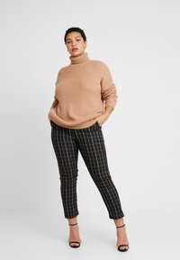 Missguided Plus - ROLL NECK CABLE SLEEVE - Jumper - camel - 1