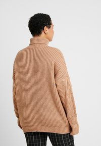 Missguided Plus - ROLL NECK CABLE SLEEVE - Jumper - camel - 2