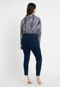 Missguided Plus - LAWLESS HIGHWAISTED SUPERSOFT - Jeans Skinny Fit - deep blue - 2