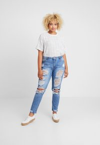 Missguided Plus - RIOT DISTRESSED - Džíny Slim Fit - blue - 1