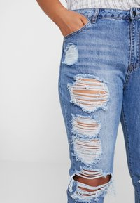 Missguided Plus - RIOT DISTRESSED - Džíny Slim Fit - blue - 4