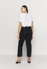 Missguided Plus - TORTOISE BUCKLE - Jeans Straight Leg - black - 2