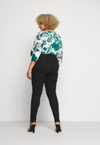 Missguided Plus - PLUS HIGH WAISTED BACK SEAM DETAIL - Jeans Skinny Fit - black - 2