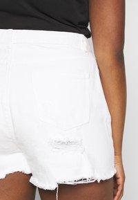 Missguided Plus - EXTREME FRAY HEM RIOT - Denim shorts - white - 4