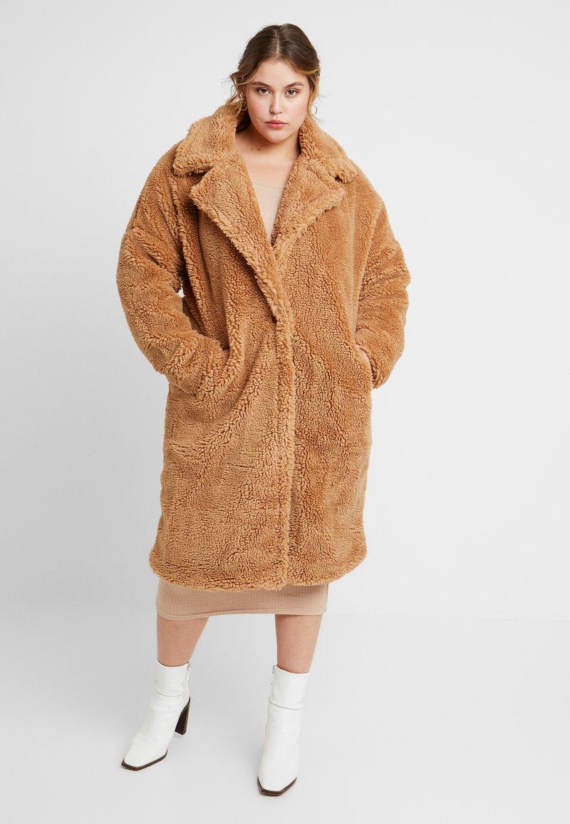 Missguided Plus - BORG - Zimní kabát - tan