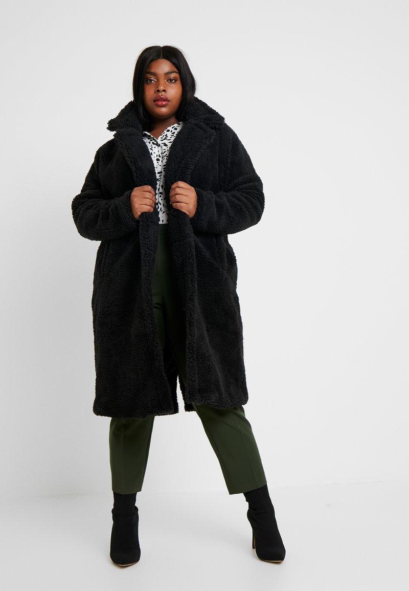 Missguided Plus - BORG - Wintermantel - black