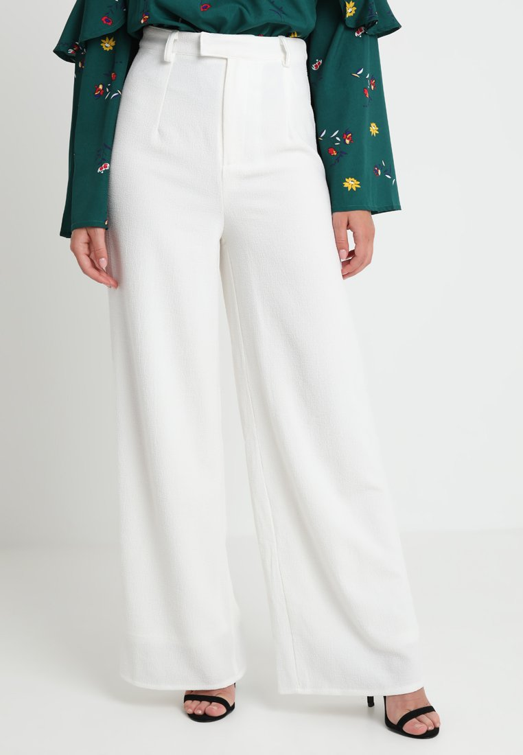 Missguided Petite - PREMIUM WIDE LEG TROUSERS - Trousers - white