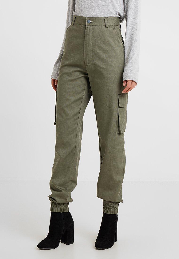 Missguided Petite - PLAIN CARGO TROUSER - Pantalones - khaki