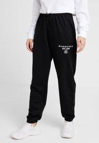 Missguided Petite - SLOGAN - Pantalon de survêtement - black - 0