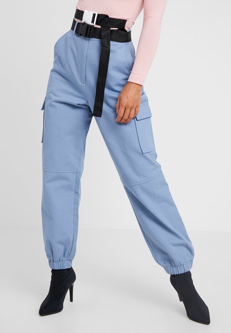 Missguided Petite - BELTED UTILITY COMBAT TROUSER - Stoffhose - blue