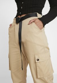 Missguided Petite - HIGH WAISTED BELTED CARGO TROUSER - Pantaloni - stone - 5