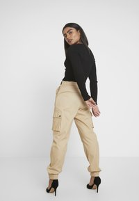 Missguided Petite - HIGH WAISTED BELTED CARGO TROUSER - Pantaloni - stone - 3