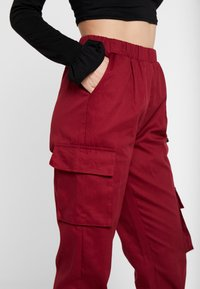 Missguided Petite - TWILL CARGO - Tracksuit bottoms - burgundy - 4