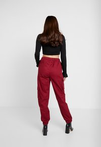 Missguided Petite - TWILL CARGO - Tracksuit bottoms - burgundy - 2