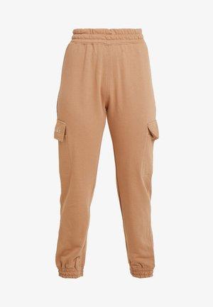 EMBROIDERED JOGGER BRANDED - Teplákové kalhoty - camel