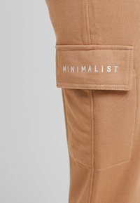 Missguided Petite - EMBROIDERED JOGGER BRANDED - Pantalones deportivos - camel - 5