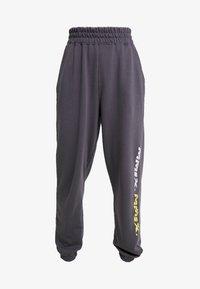 Missguided Petite - LOOP BACK TERRY - Pantalon de survêtement - charcoal - 3