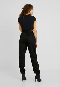 Missguided Petite - DOUBLE BUCKLE DETAIL CARGO TROUSER - Trousers - black - 3
