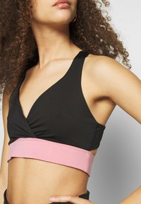 Missguided Petite - BLOCK RACER BACK CROP ACTIVEWEAR - Legging - black - 6