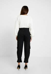 Missguided Petite - UTILITY POCKET BUCKLE TROUSERS - Bukse - black - 2