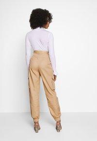 Missguided Petite - PLAIN CARGO TROUSER - Cargo trousers - sand - 2