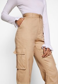Missguided Petite - PLAIN CARGO TROUSER - Cargo trousers - sand - 4