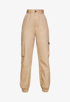 PLAIN CARGO TROUSER - Pantalones - sand