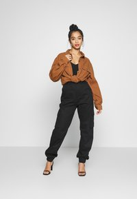 Missguided Petite - PLAIN CARGO TROUSER  - Cargobukse - black - 1