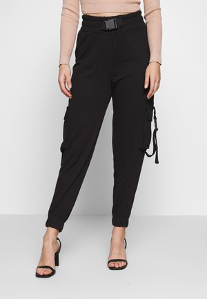 SEAT BELT CARGO TROUSERS - Kapsáče - black