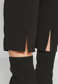 Missguided Petite - TIE BELTED CIGARETTE TROUSERS - Bukse - black - 3