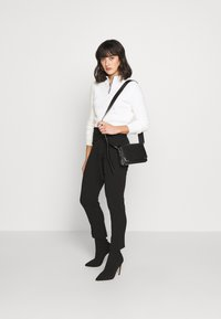 Missguided Petite - TIE BELTED CIGARETTE TROUSERS - Trousers - black - 1
