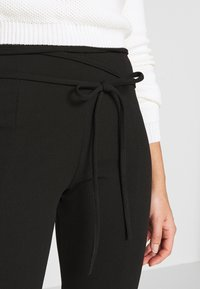Missguided Petite - TIE BELTED CIGARETTE TROUSERS - Trousers - black - 5