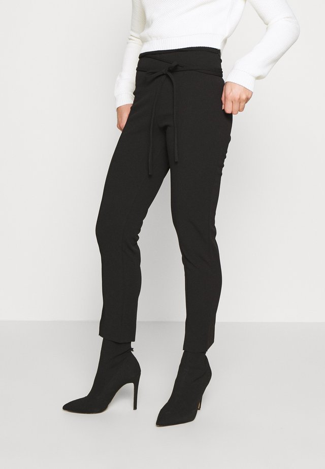 TIE BELTED CIGARETTE TROUSERS - Spodnie materiałowe - black