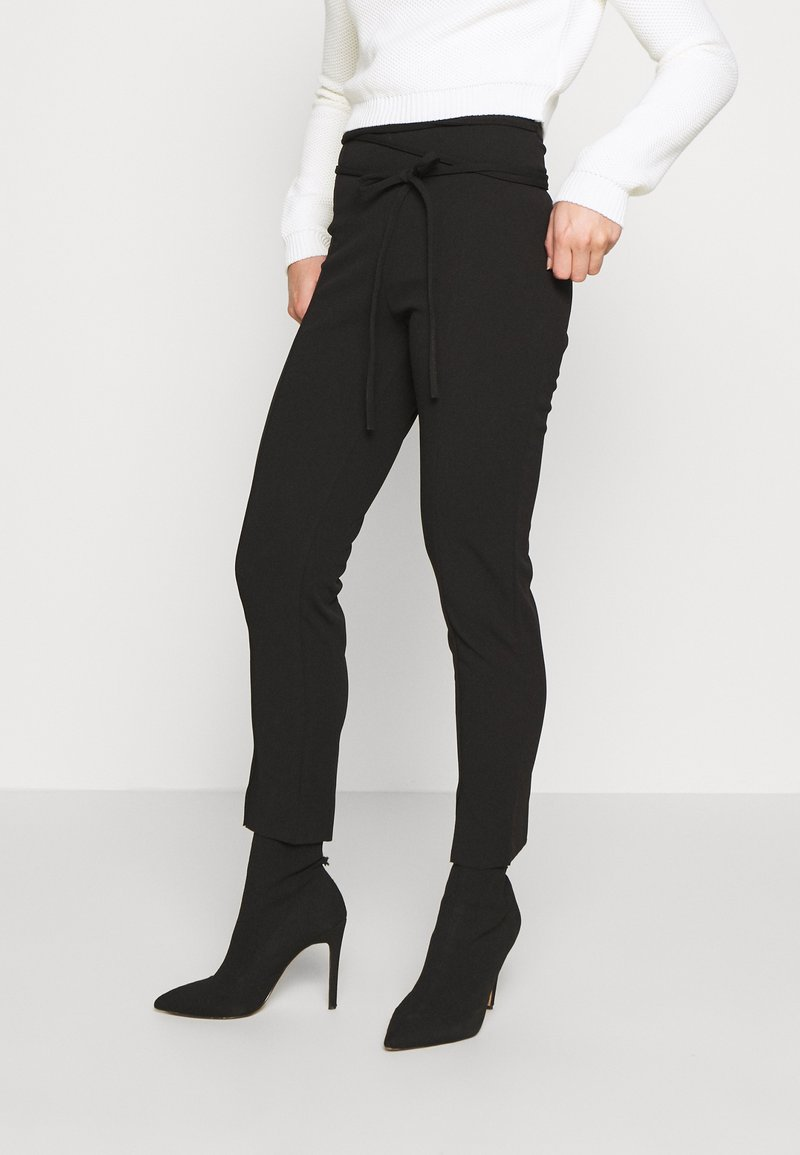 Missguided Petite - TIE BELTED CIGARETTE TROUSERS - Trousers - black