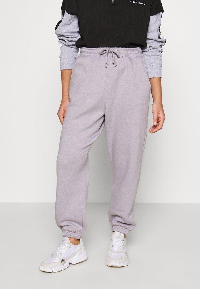 OVERSIZED 90S JOGGER - Spodnie treningowe - lilac grey