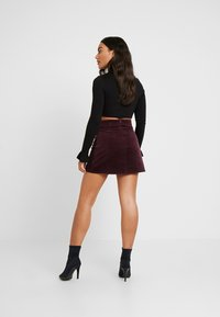 Missguided Petite - BUCKLE WRAP SKIRT - A-Linien-Rock - burgundy - 2