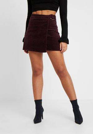 BUCKLE WRAP SKIRT - Spódnica trapezowa - burgundy