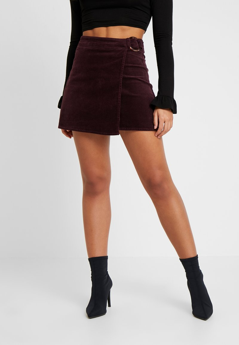 Missguided Petite - BUCKLE WRAP SKIRT - A-Linien-Rock - burgundy