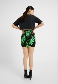 Missguided Petite - DRAGON PRINT SKIRT - Minirock - neon green - 2