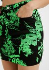 Missguided Petite - DRAGON PRINT SKIRT - Mini skirt - neon green